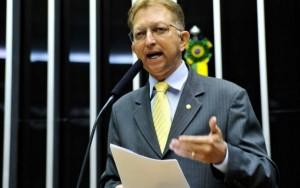 Bancada evangélica aprova PEC que dá à Igreja poder de questionar Supremo