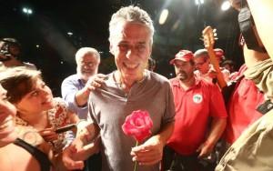 Alvo de críticas por apoiar Dilma, Chico Buarque convoca ato contra impeachment