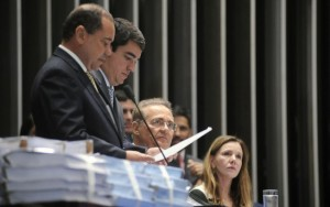 Renan cede à oposição e antecipa escolha de comissão para segunda-feira