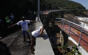 Justiça determina interdição total de ciclovia que desabou no Rio