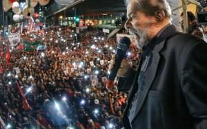 Com presença de Lula, protesto fecha Av. Paulista; atos ocorrem em todo o País