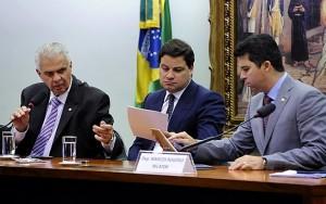 Relator de ação no Conselho de Ética vota pela cassação do mandato de Cunha
