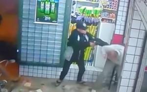 Policial aposentado é baleado no rosto durante assalto a supermercado no RJ