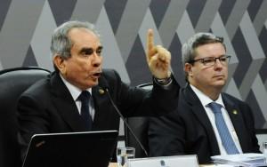 Comissão do impeachment no Senado recua e mantém 15 dias para defesa de Dilma