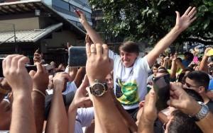 Centenas de pessoas se reúnem em apoio a Jair Bolsonaro no Rio e em São Paulo