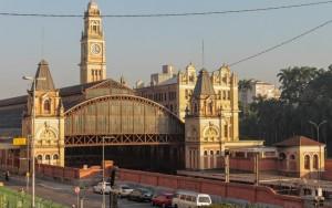 Após incêndio, Estação da Luz tem entrada principal reaberta em São Paulo