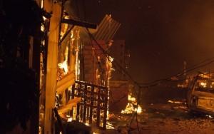 Incêndio mata duas pessoas e deixa 350 famílias sem casa em favela de SP