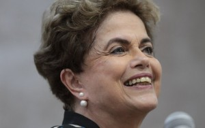 """Vaquinha virtual"" de Dilma alcança R$ 725 mil"