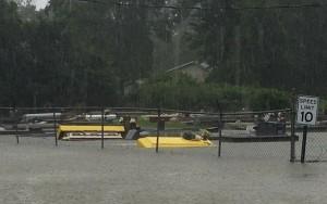Enchente arrasta caixões de cemitério na Lousiana; chuvas já deixaram 6 mortos