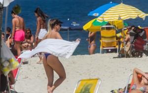 Calor supera os 35°Ce lota praias no Rio de Janeironeste domingo