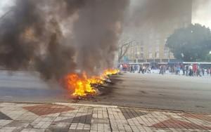 Manifestantes contra o impeachment bloqueiam Marginais e rodovias em SP