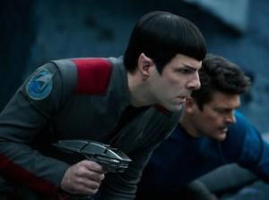 """""""Star Trek: Sem Fronteiras"""" aposta no humor e em grandes cenas de ação"""