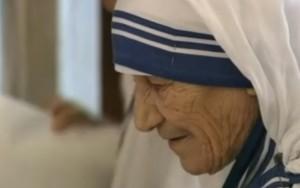 Madre Teresa será canonizada neste domingo