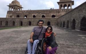 Cadeirante é agredido por não se levantar durante hino da Índia