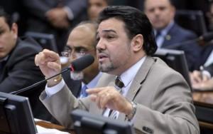 Marco Feliciano afirma ter assinaturas para novo pedido de CPI da UNE