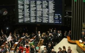 """Procuradoria denuncia 443 ex-deputados por """"farra das passagens aéreas"""""""