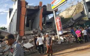 Terremoto de magnitude 6,5 atinge a Indonésia e deixa 97 mortos