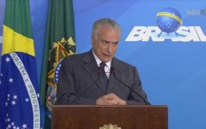 """""""É preciso coragem para governar"""", diz Temer após votação da PEC dos Gastos"""