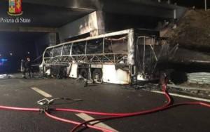 Incêndio em ônibus deixa pelo menos 16 mortos no norte da Itália