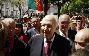 Morre ex-presidente de Portugal Mário Soares e país decreta luto de três dias