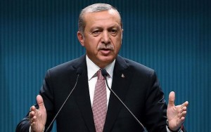"""Presidente da Turquia acusa Alemanha de ser """"nazista"""" após veto a comícios"""