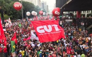 Manifestação contra a reforma da Previdência bloqueia Avenida Paulista em SP