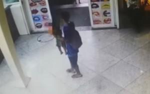 Vídeo mostra criança sendo abandonada em shopping do Rio de Janeiro