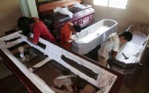 """""""Cidade dos caixões"""" prospera com a epidemia de assassinatos em El Salvador"""