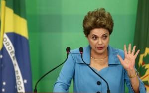 Emocionada, Dilma se diz injustiçada por processo de impeachment