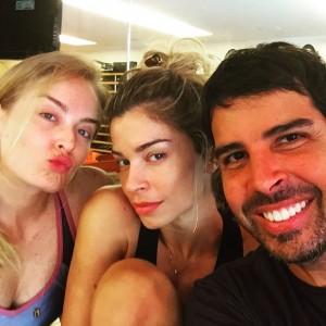 Angélica e Grazi Massafera posam juntas e sem maquiagem em foto
