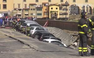 Cratera de 200 metros 'engole' carros no centro de cidade na Itália