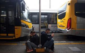 Passageiros são surpreendidos por paralisação de ônibus em São Paulo