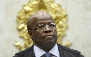 Michel Temer não tem legitimidade para conduzir o Brasil, diz Joaquim Barbosa