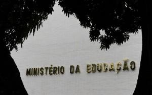 MEC suspende novos contratos de Fies, Prouni e Pronatec em 9 faculdades