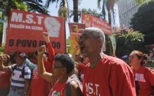 Brasil tem comemorações e protestos a favor e contra políticos no 1º de Maio