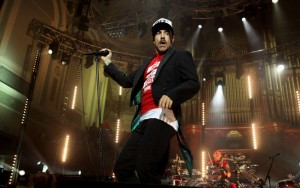 Anthony Kiedis é hospitalizado e Red Hot Chili Peppers cancela show