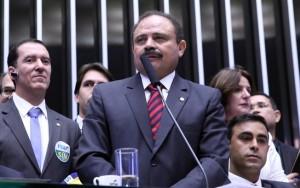 Aliados de Cunha articulam renúncia de Maranhão para provocar novas eleições