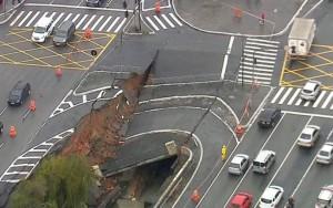 Chuva faz asfalto ceder e abre cratera em avenida na zona sul de São Paulo
