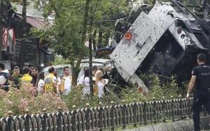Carro-bomba explode e deixa ao menos 11 mortos na maior cidade da Turquia