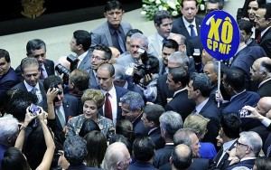 Defesa de Dilma recorre ao STF contra decisões da comissão do impeachment