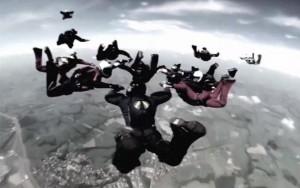 Dois paraquedistas morrem após se chocarem durante salto no interior de SP