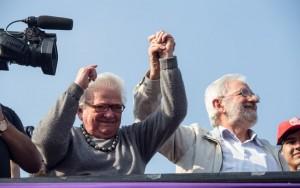 Erundina e Ivan Valente participam de protesto contra impeachment em São Paulo