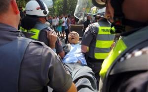 Suplicy é preso após se deitar no chão para impedir reintegração de posse em SP