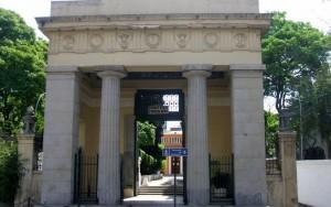 Ministério Público de SP apura violação do túmulo de Monteiro Lobato
