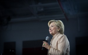 Hillary Clinton e Donald Trump se preparam para debate histórico