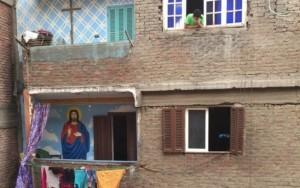 Minoria cristã 'garimpa lixo' em busca de ascensão social no Egito