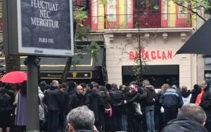 Um ano após atentados, Paris luta contra trauma e Bataclan reabre