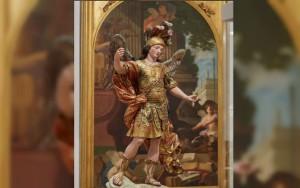 Brasileiro derruba estátua de 300 anos ao tirar foto em museu de Lisboa