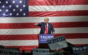 """""""Foi ironia"""": líder supremacista branco explica saudação de 'Hail, Trump'"""