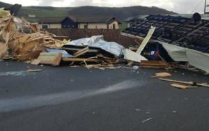 Ventos de 144 km/h causam pânico e destruição no Reino Unido;